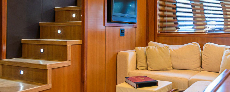 interior-predatora-108-casino-royale-7